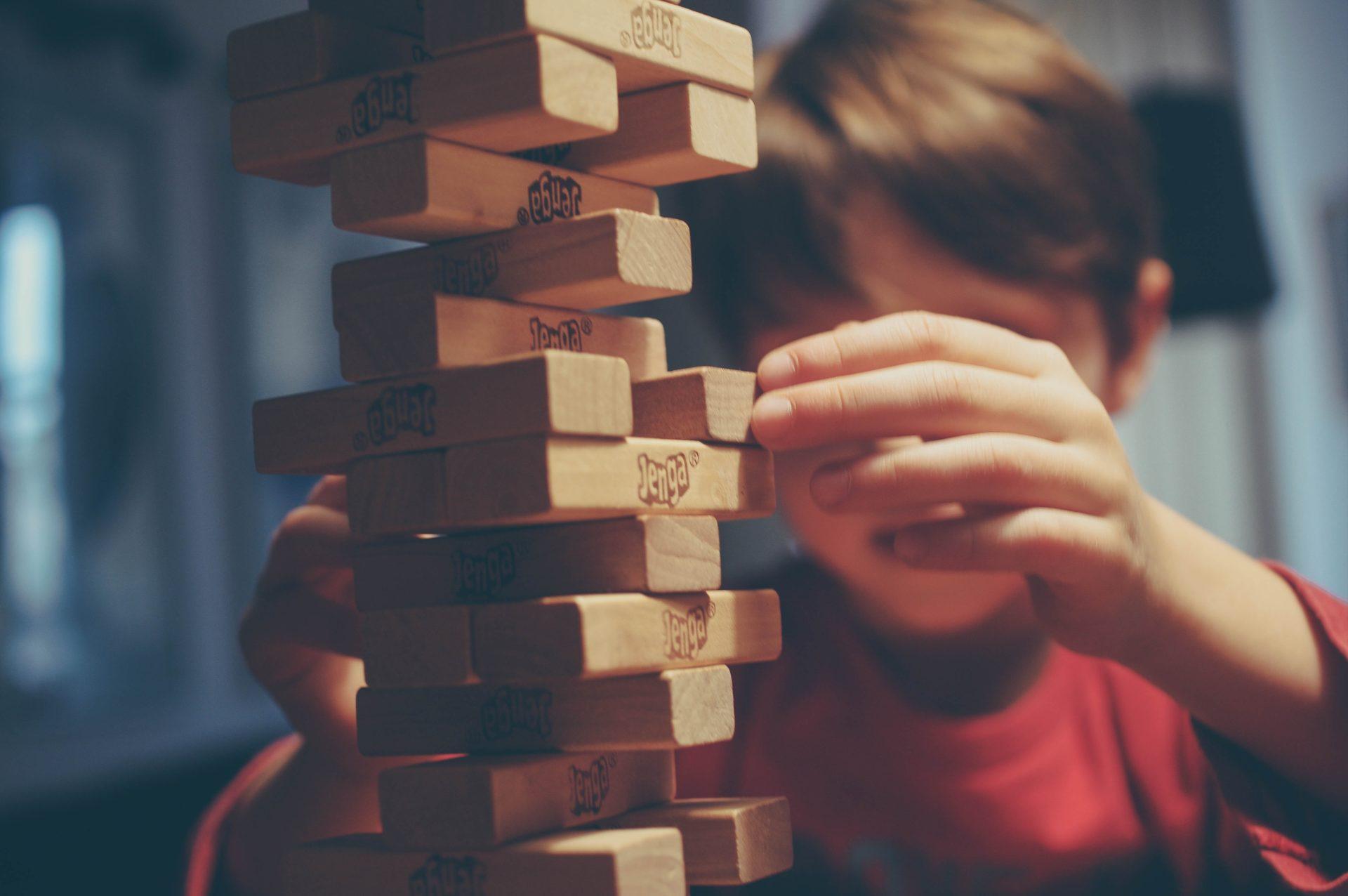 Kind mit Bauklötzen Elternblog Isabelle von Abendroth Elternberatung, Elterncoaching, Elternworkshops
