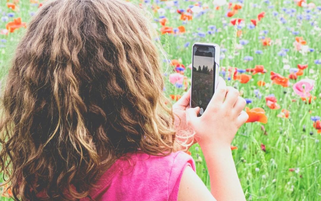 8 konkrete und schnell umsetzbare Tipps, Dein Kind im Umgang mit Medien sicher zu begleiten